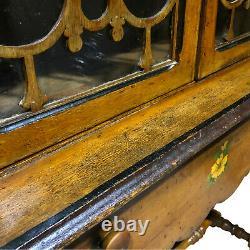 Ancien Country Farmhouse Carved Maple Curio Librairie Cabinet Avec Motif Floral
